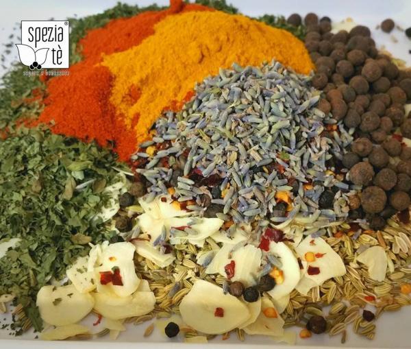 Miscela di spezie e aromi per condire la pasta in bianco