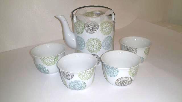 Teiera in porcellana completa di 4 coppe Modello Liang
